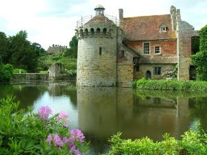 scotney-castle-1044587_1280